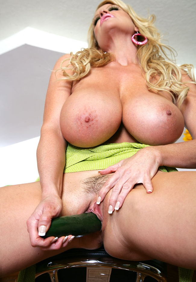Kelly Madison Produce Pussy