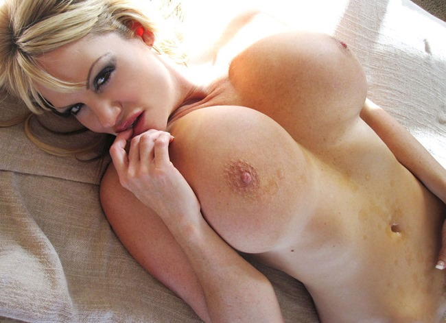 Kelly Madison Tittytastic